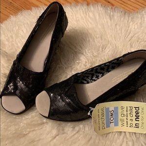Nwt Toms black sequins peeptoe wedge 6